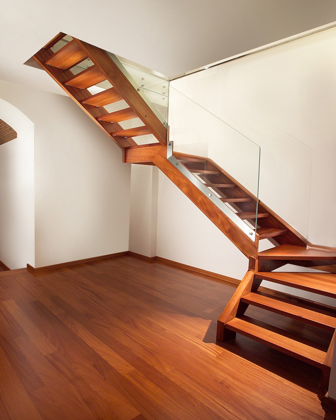Staircase with wooden band and steps by marretti made in for Scale per librerie in legno