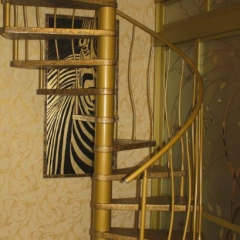 Spiral-staircase-marretti-in-gold-finishing